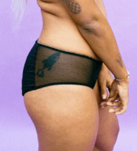 short menstruel pour gros flux vu de profil