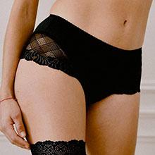 shorty menstruel avec dentelle noir
